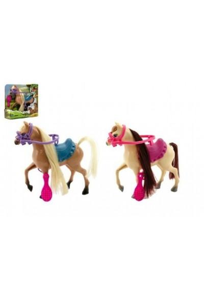 Kůň s doplňky plast 16cm asst 2 barvy v krabici 17x17x5cm